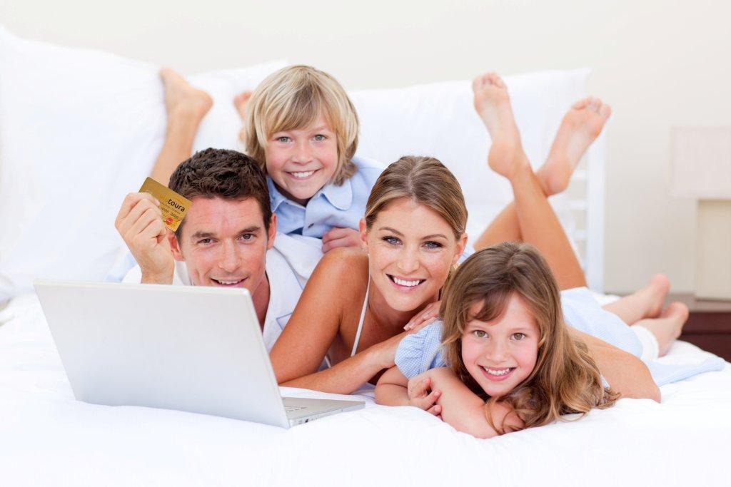 Comprare online è semplice, comodo e veloce, e la rete abbonda di siti, e-commerce, shop virtuali e altri servizi. Per non sbagliare e farvi truffare dagli imbroglioni della rete, ecco come capire quando un sito è affidabile per il vostro acquisto e come riconoscere le truffe e girargli alla larga.